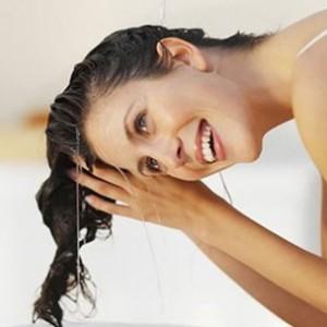 5 remedios naturales contra el cabello graso