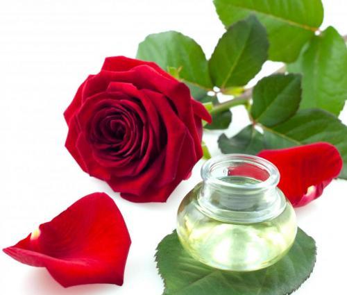 Agua de rosas: propiedades, usos y como hacerla en casa