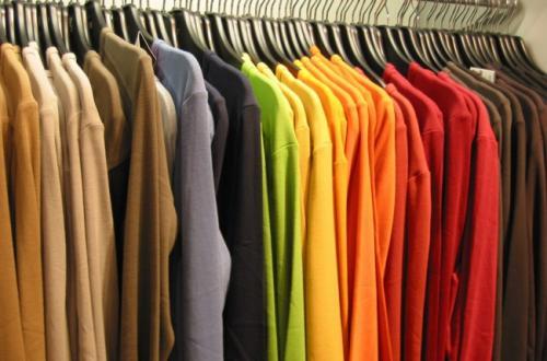 Aprende a teñir prendas en casa con productos naturales
