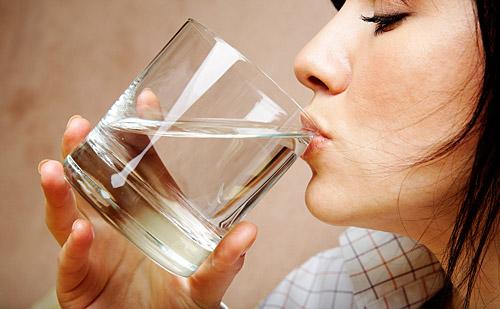 Cerebro: basta sólo un vaso de agua para aumentar la concentración