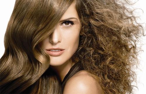 Como eliminar el frizz del cabello