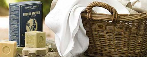 Como eliminar las manchas de desodorante de la ropa