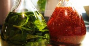como-preparar-aceite-aromatizado-con-ajo-en-el-hogar_x3j6t