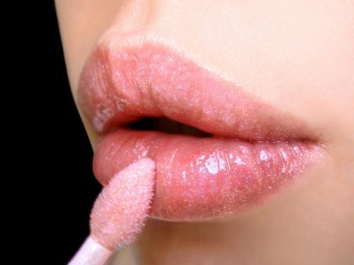 Cómo preparar tu propio gloss de labios casero