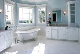 Cortinas de baño y bañeras relucientes