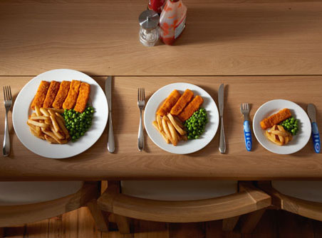 Descubra si su casa le hace engordar: 6 trucos para bajar de peso a partir de platos y vasos