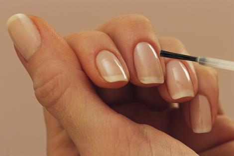 Esmalte transparente fortalecedor de uñas y... hecho en casa