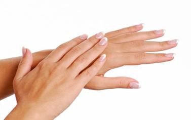 Manos sudorosas: 10 Remedios naturales y consejos