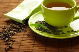 ¿Qué plantas medicinales pueden ayudarme para evitar la retención de líquidos?